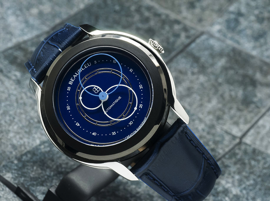 Beaubleu circular hands automatic watch Klein Blue Intrepide with steel horns