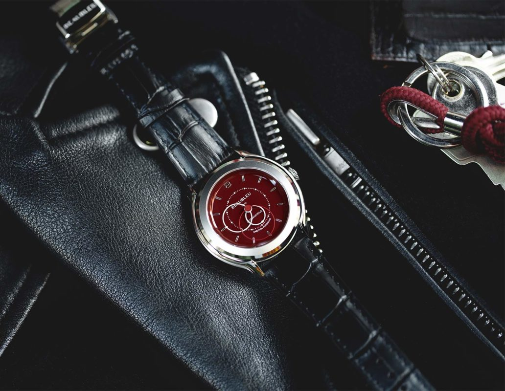 Red dial lacquer Beaubleu watch with an premium automatic mouvement and handmade leather strap